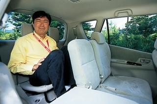 トヨタ カローラ スパシオ リアシート|ニューモデル試乗
