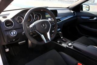 メルセデス・ベンツC63AMGクーペ ブラックシリーズ インパネ|ニューモデル試乗
