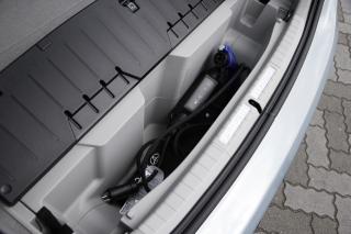 トヨタ プリウスPHV 充電ケーブル収納トランク|ニューモデル試乗
