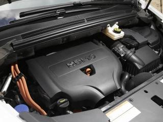 モーターとバッテリーをマルチリンク・サスで抱え込んだリア車軸モジュールが特徴