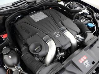 550は従来の5.5Lからダウンサイジングされた最新4.7Lを搭載。350は306psの3.5L V6を積む