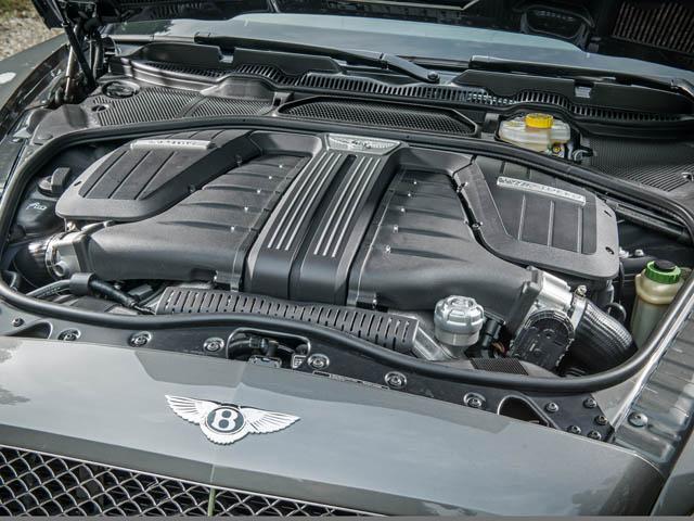 W12エンジンは最新マネージメントシステムによりベースモデルを50ps/100Nm上回る。0→100km/h加速は4.2秒に