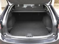 ワゴンの荷室は5人乗車時で506L(VDA方式)の広さを確保
