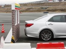 シフト操作時における急発進の抑制や衝突時の被害軽減に寄与する「ドライブスタートコントロール」を全車で標準装備する