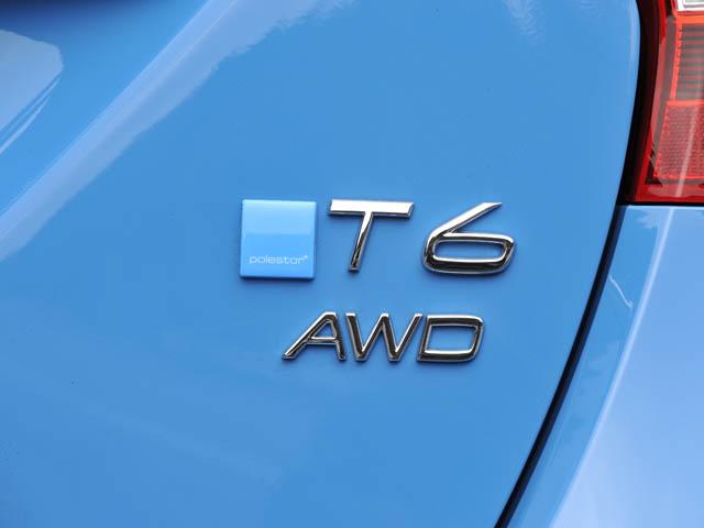 通常のR-DESINEとの外観上の違いは、「T6」のロゴ横に付く水色のエンブレムのみ