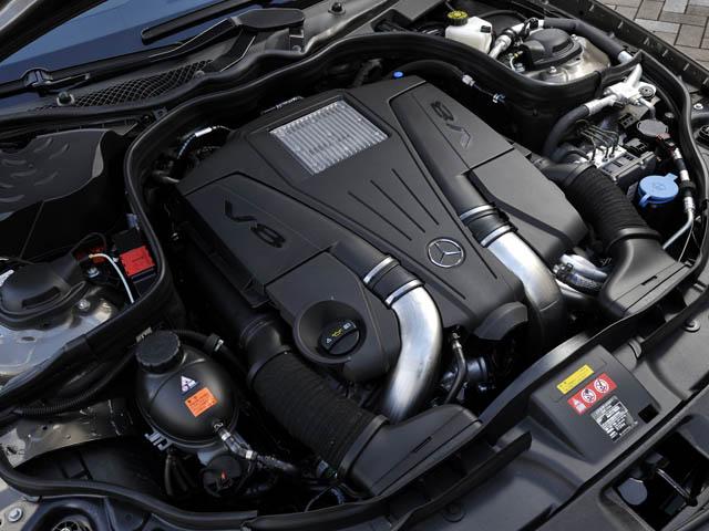 4.7Lエンジンはツインターボや直噴、高圧縮比(10.5)などにより、従来の5.5Lからのダウンサイジングを実現