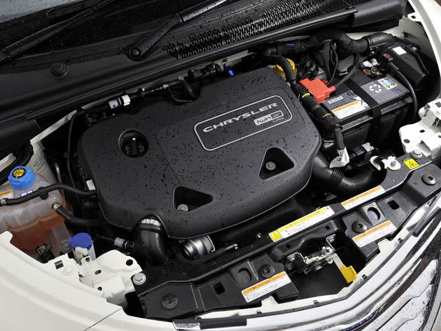 燃費を抑えるECOスイッチを採用。最高出力を77psに抑えることなどでJC08モード燃費は19.3km/Lに