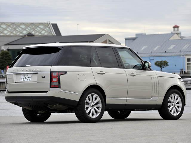 SUVとして世界初のオールアルミニウム製モノコックボディを採用。NAモデルは旧型比で190kg軽量化された