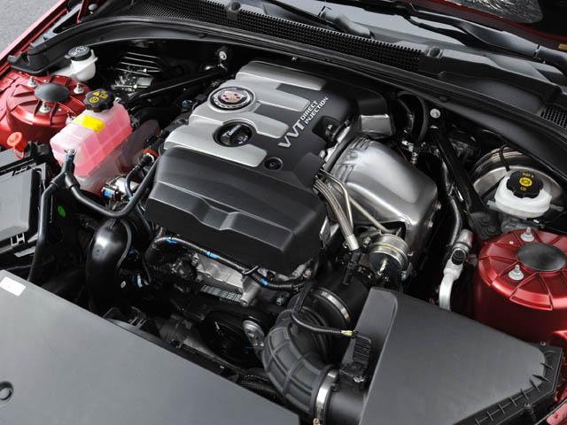 高効率の新型2L直噴ターボエンジンを搭載。フリクション低減(最大16%)なども高効率化に貢献した