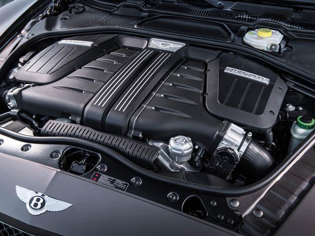 出力はベースの+50ps。クロスレシオ化した8ATやエネルギー回生システムなどで燃費は旧型比で15%向上した