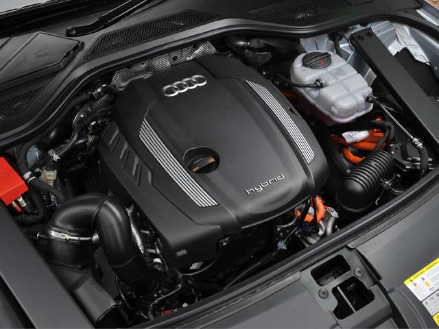 パラレルハイブリッド方式を採用、JC08モード燃費は13.8km/Lとなる。モーターのみで約3km(60km/h定速)走行できる