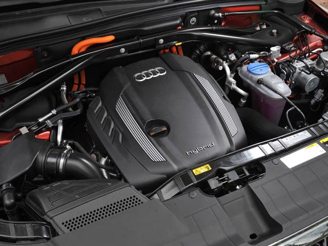 モーターのみのEV、スポーティなS、効率走行のDという3つの走行モードが選択可能。システム合計は245ps/480N・m