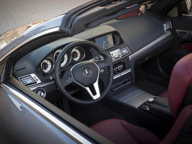 E250には成層燃焼リーンバーンとターボ、排ガス再循環装置(EGR)を組み合わせた2L直4ターボエンジンを搭載