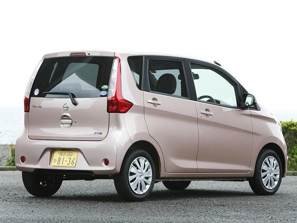 【デイズ】日産のエコカーに付く「PURE DRIVE」バッジ(バックドア右下)が数少ない相違点。ホイールデザインもeKワゴンとは異なる
