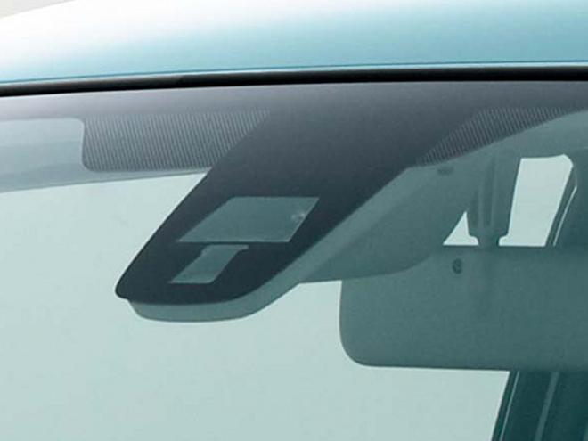 衝突被害軽減ブレーキシステムの「レーダーブレーキサポート」が全車にオプション設定された。横滑り防止装置であるESPが全車に標準装備されている