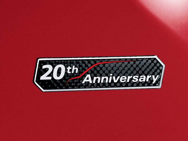 1993年9月の初代登場から20年を記念した特別仕様車が登場。写真はフェンダーに貼り付けられる専用エンブレム