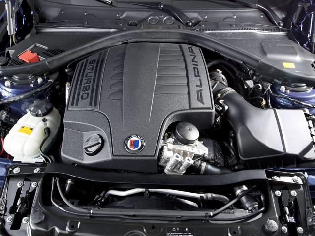 環境性能は旧型から20%も向上した。直6エンジンに適応させた3つのモードを選択できるZF製8速ATが組み合わせられる