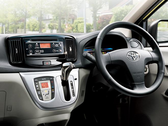 プレミアムシャインブラックのオーディオパネルなど、質感が向上した室内。上級車種にはシルバーも加飾されている