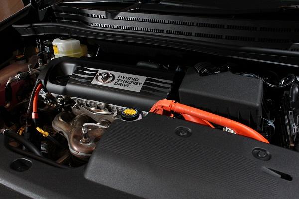 ハイブリッド制御の変更などによりJC08モード燃費22.4km/Lを達成した。エコカー減税対象車となる