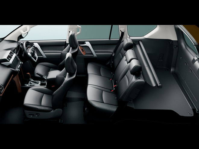 シートの材質や色の変更により室内の質感も高められた。なお、2.7L車の上級グレードには5人乗り仕様(写真)が新たに追加されている