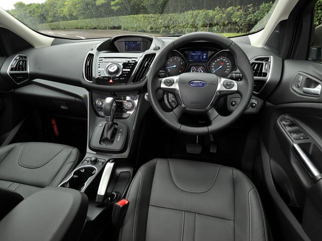 マイクロソフトと共同開発した、オーディオなどを統合制御するフォード独自のSYNCを標準装備。より現代的な雰囲気をもつセンターコンソールに