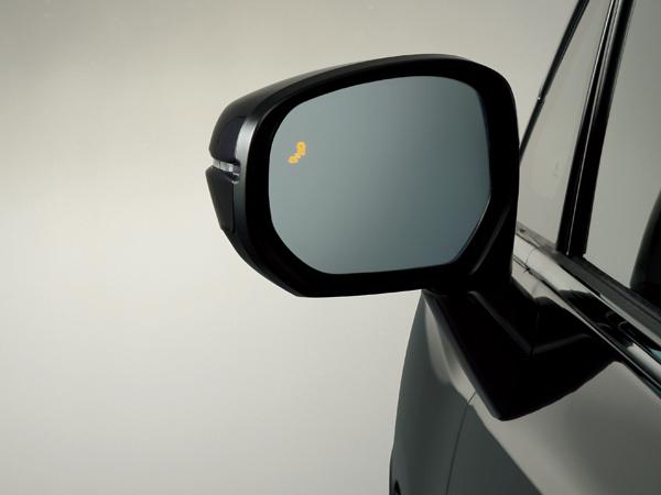 マルチビューカメラシステムをはじめ安全装備も充実。写真はブラインドスポットインフォメーション。斜め後ろから車が近づくとドアミラーのマークが点灯、さらにその方向にウィンカーを出すとマークが点滅し警報音を鳴らす