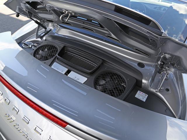 アイドリングストップやコースティング機能も備え、先代と比べで30ps向上させつつ燃費は最大16%も低減させた