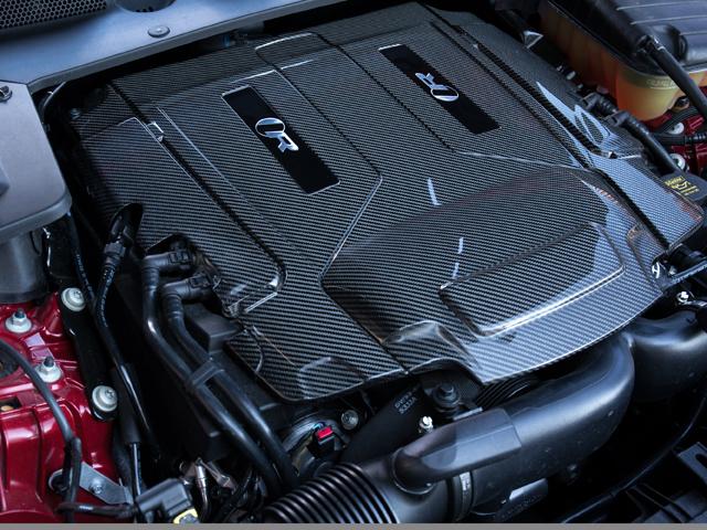 ベーシックなV8と比べ40ps/55Nm以上、出力が向上しているエンジン。よりシャープな加速を実現すべく手が加えられている