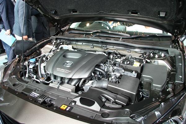 ガソリンエンジンの「スカイアクティブG」は、JC08モード燃費で1.5L が19.4km/L、2Lが19.0km/L(両車ともFF+6AT車)となる