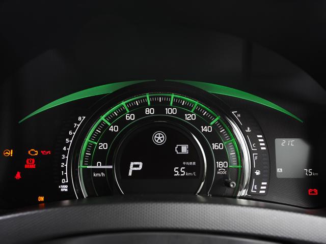 DJE仕様のメーターまわり。標準時のブルーから燃費の良い状態のグリーン、そしてエネチャージ作動時のホワイトと3色の表示で燃料消費率の状況を表す