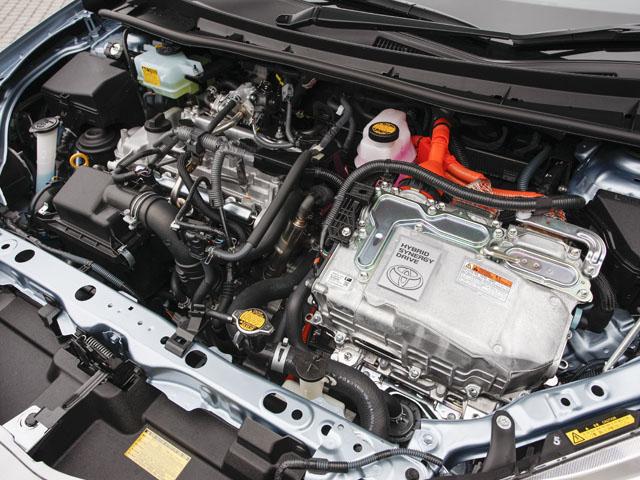 セダン、ワゴン共にエンジンとハイブリッドシステムは共通。燃費も共に33km/Lとなる。ミッションも共通のCVTが組み合わされる