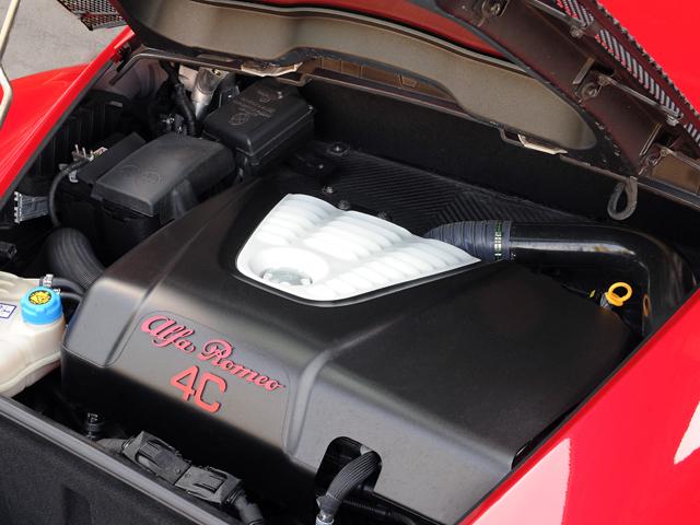 エンジンの基本設計はジュリエッタと同一ながら、専用の吸排気システムをはじめ、各所に専用設計が施された。重量も−22kgに