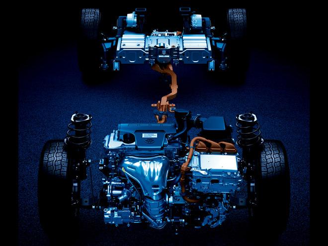 """""""電気式4WDシステムのE-Fourを採用したハイブリッドシステム。2.5Lエンジン+モーターの組み合わせでJC08モード21.8km/Lを実現している"""""""