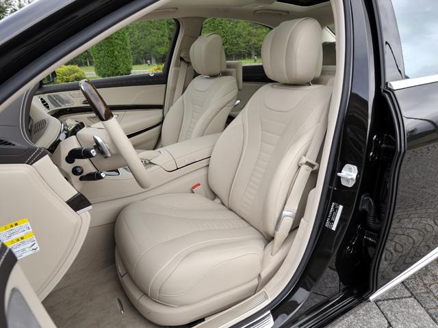 旧々型から採用されているシートのマッサージ機能に、温熱機能を備えたホットストーン式マッサージを追加。計6種類のパターンから選べる
