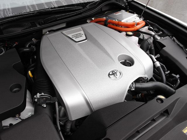 3.5L V6+モーターのハイブリッドシステム、18.2km/LのJC08モード燃費など、レクサス GS450hと同様のスペックとなる