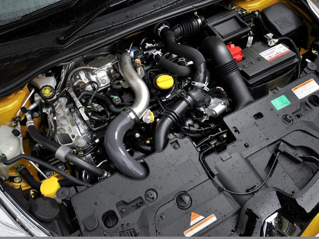 カムシャフトタペットに摩擦による損失を低減する、F1由来のDLCコートを採用する。0→100km/h加速は旧型より0.2秒速い6.7秒