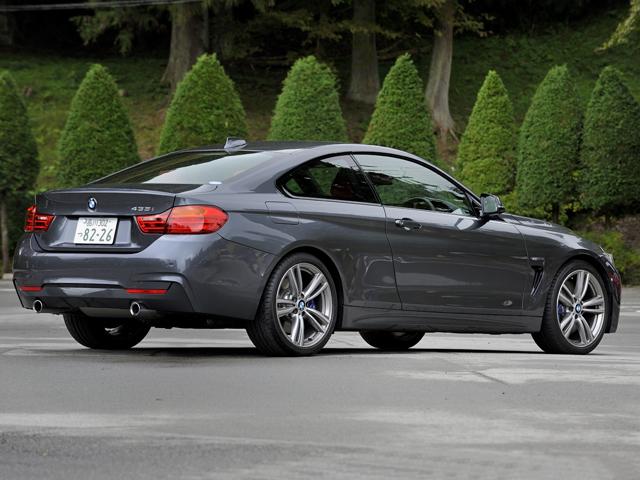 現行BMWモデルの中で最も低い50cm以下の車両重心位置を実現。前後重量配分を50:50とし、専用サスペンションシステムなども備える