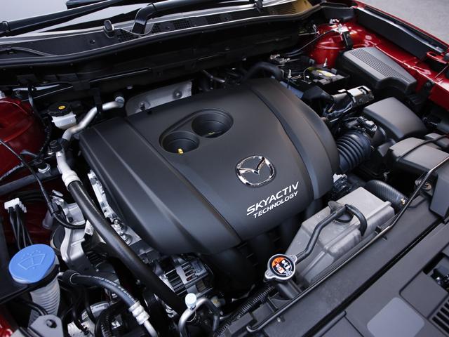 今まで2Lのみだったガソリン車に、太いトルクを持つ2.5Lが新たに加わった。JC08モード燃費は4WDのモデルで14.6km/Lを記録する