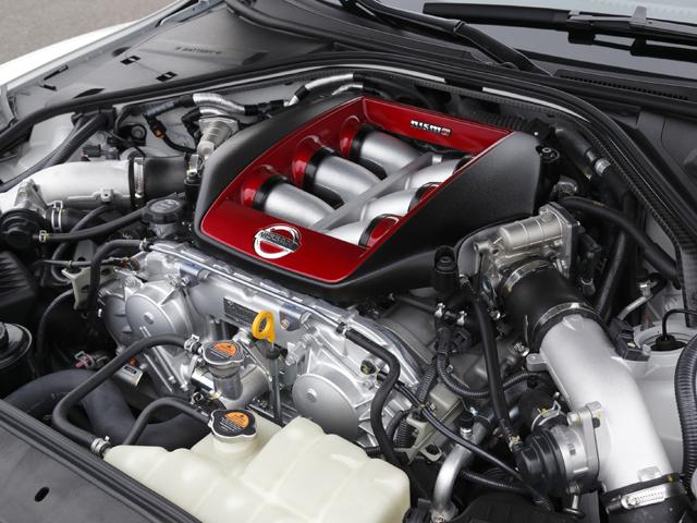 エンジンはレースモデルGT3に使われているタービンの装着や加圧式リザーバータンクなど、ニスモ専用チューニングが施された