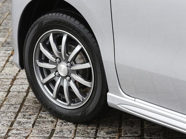 カスタムG ターボパッケージにメーカーオプションで用意される15インチホイールを装着した場合はJC08モード燃費が24.0km/Lになる(2WDの場合)