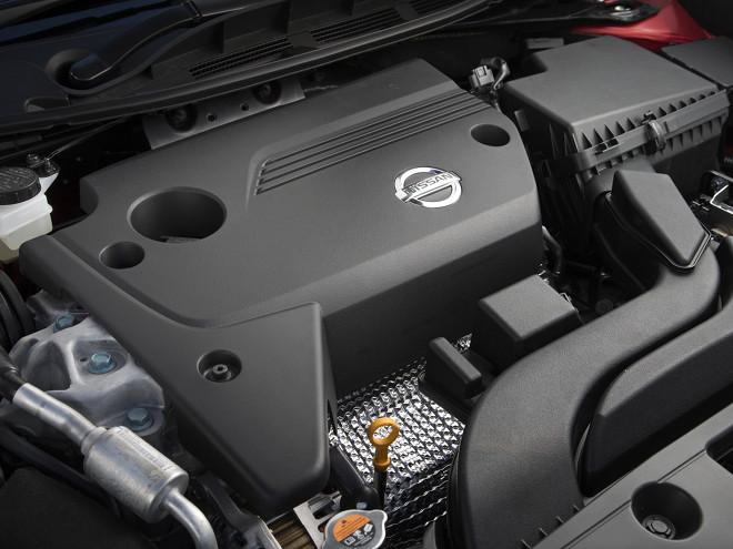 2.5L直4エンジンは燃焼効率や排気効率の改善などにより中低速のトルクが厚くなった。JC08モード燃費も従来型比+26%向上している