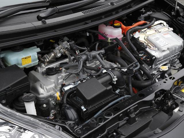 動力には通常のアクアと同じ、モーター+1.5L直4エンジンを搭載。出力の違いはなく、シャシーの違いによりスポーティーな走りを楽しめる1台だ