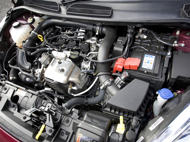 1.6LのNA並みの性能をもつという、フォードで最も小さいエンジンとなる1Lターボを搭載。JC08モード燃費は17.7km/Lを達成している
