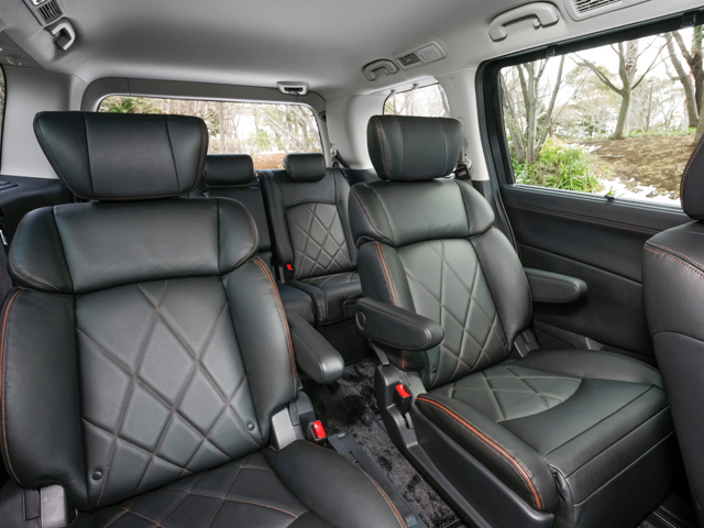 サンルーフ装着車を除き室内高が25mm高くなり、車内がより広くなった。特に前席はヘッドクリアランスが20mmも拡大されており開放感が増している。結果、ウォークスルーをはじめ室内での移動もしやすくなった