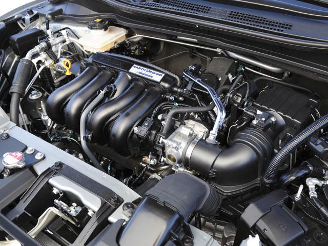 ガソリン車は1.5LエンジンにCVT、ハイブリッド車は1.5Lエンジン+モーターに7速デュアルクラッチトランスミッション(DCT)がそれぞれ組み合わされる