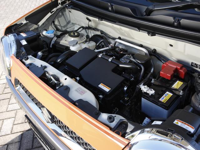 エンジンはNAとターボの2種類。Aを除くCVT車は減速時に13km/h以下でエンジンを停止するアイドリングストップシステムを標準化