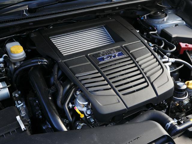 エンジンは1.6Lと2Lの直噴ターボ。新開発の1.6Lエンジンはレギュラーガソリン仕様、2Lエンジンはハイオク仕様となる