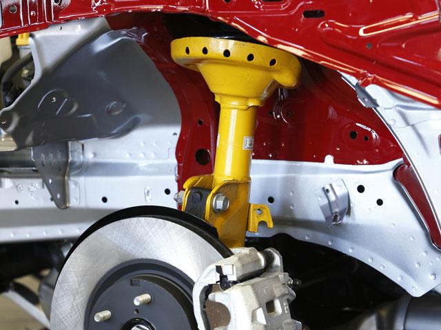 1.6L、2LのSグレードにはスバルファンにはお馴染みのビルシュタイン製ダンパーを標準化。しなやかさと高い剛性を確保している