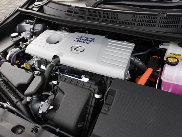 1.8Lエンジン+モーターのハイブリッドシステムを搭載。最大出力hは99ps+82psとなる。燃費はJC08モードで30.4km/Lを達成している