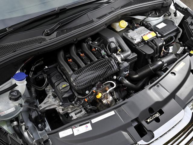パワートレインは1.6L+4ATと比べて70kg軽量化されている。アイドリングストップも備え、JC08モード燃費18.5km/Lを達成